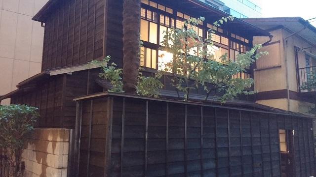 【まち】ビルの谷間に築102年の「ちいさいおうち」/小石川1丁目の「小石川大正住宅」、オーナーが活用策模索中