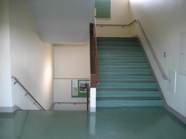 「3年間、学校の階段ですごした」という話に思う