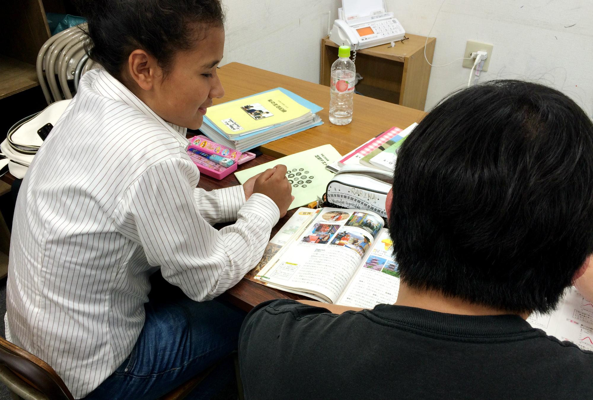 日本で暮らす外国にルーツを持つ子どもが苦しんでいること-教育支援の地域間格差。言葉の壁から不登校や進学困難に