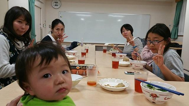 【まち】家族みたいに食事をともにする「おたがいさま食堂せんごく」が開催30回目