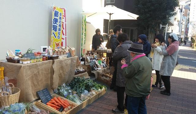 【まち】採れたて野菜で健康に、地方の農家を応援/小石川郵便局前のポストマルシェ、毎月15日開催