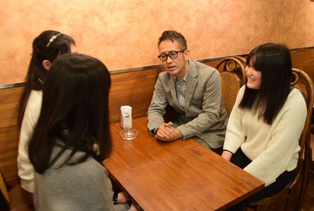「ふつうとの付き合い方」不登校経験者が宮本亜門さんに聞く