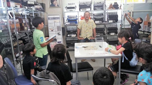【まち】ハーモニカ学習が小学校から消えた理由とは?子どもたちと100年の歴史あるトンボ楽器製作所を訪ねてみた