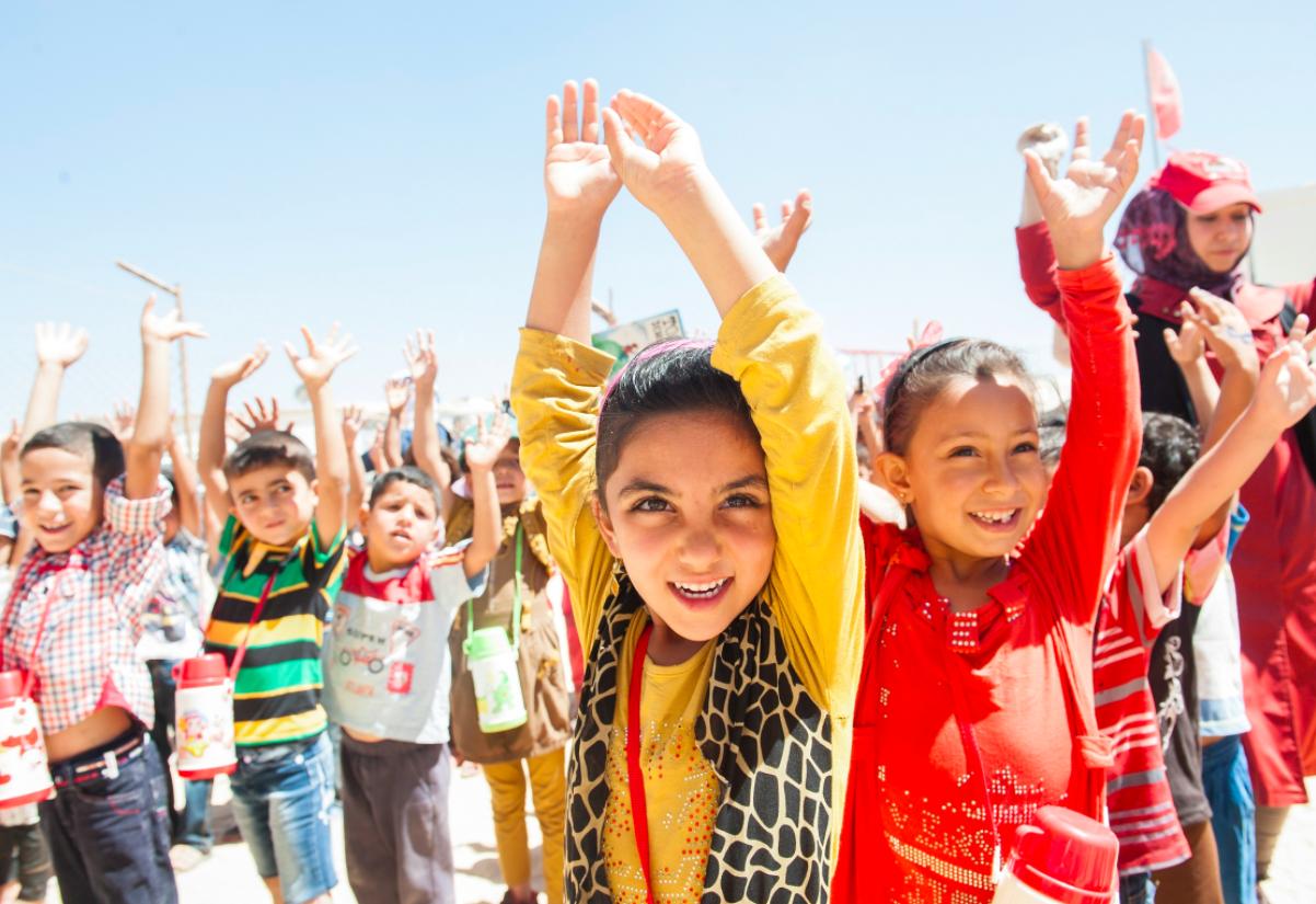 【求人情報・2017年11月号】子どもや若者の世界を変える仕事5選-子どもの権利、保育家具、英語教育改革、まちぐるみ保育、高校生・大学生の学び場