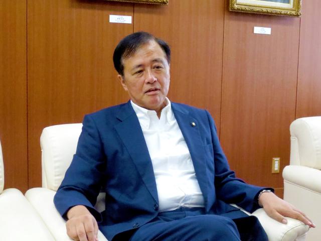 世田谷区長・保坂展人さんにインタビュー【不登校50年/紹介記事】