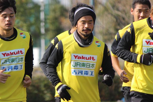 佐藤勇人選手「味方を信頼して、その味方がやってくれたプレーのその次でボールを奪うとか、それが本当に今、グループとしていいですね」