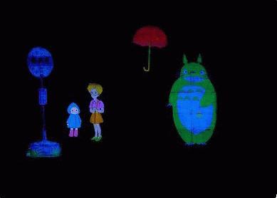 「暗闇に舞う 彩の人形劇」~ブラックシアターきららのファンタジックな宅配便~