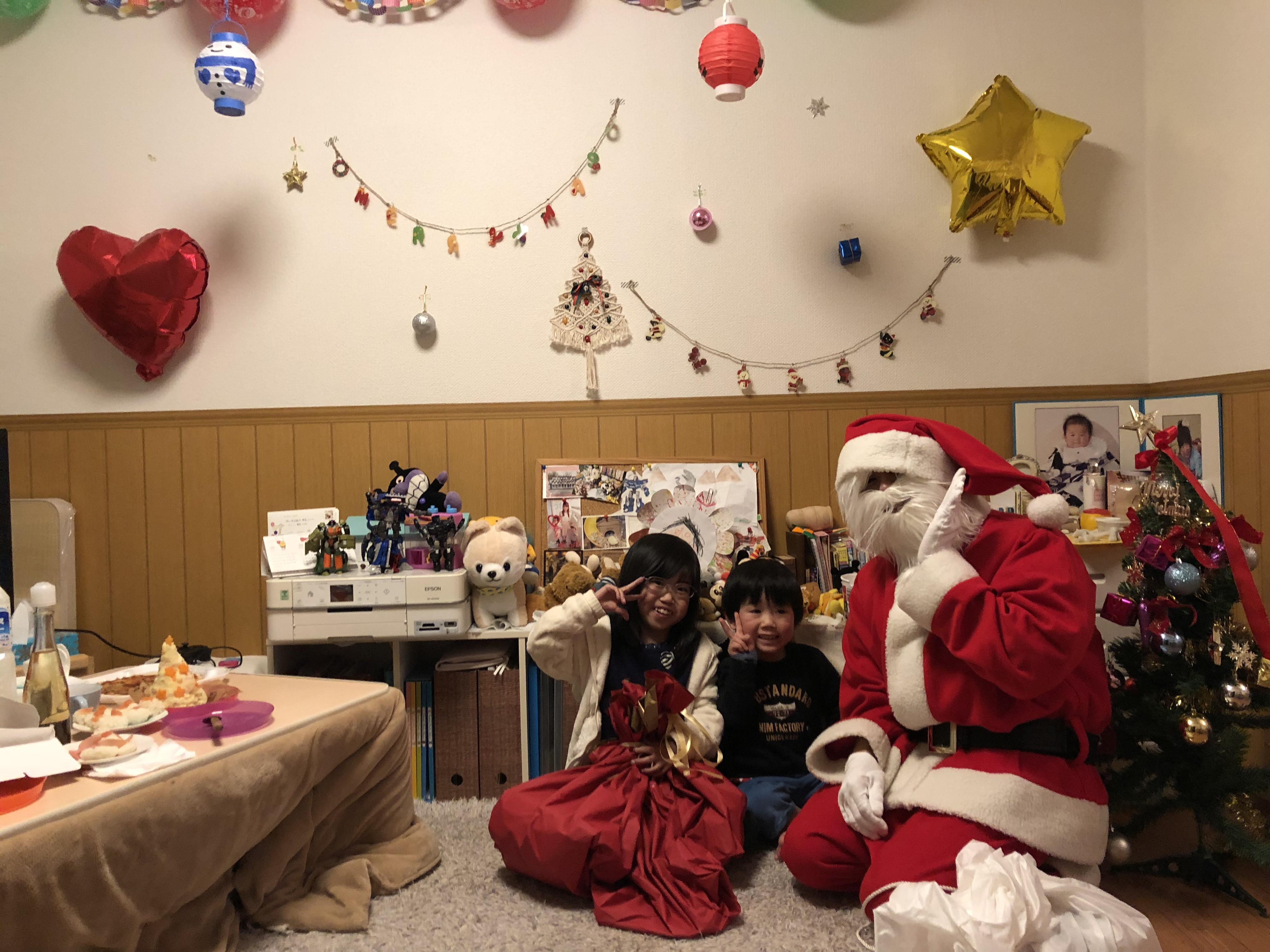 難病と闘う娘と家族に、サンタさんとの素敵な時間を