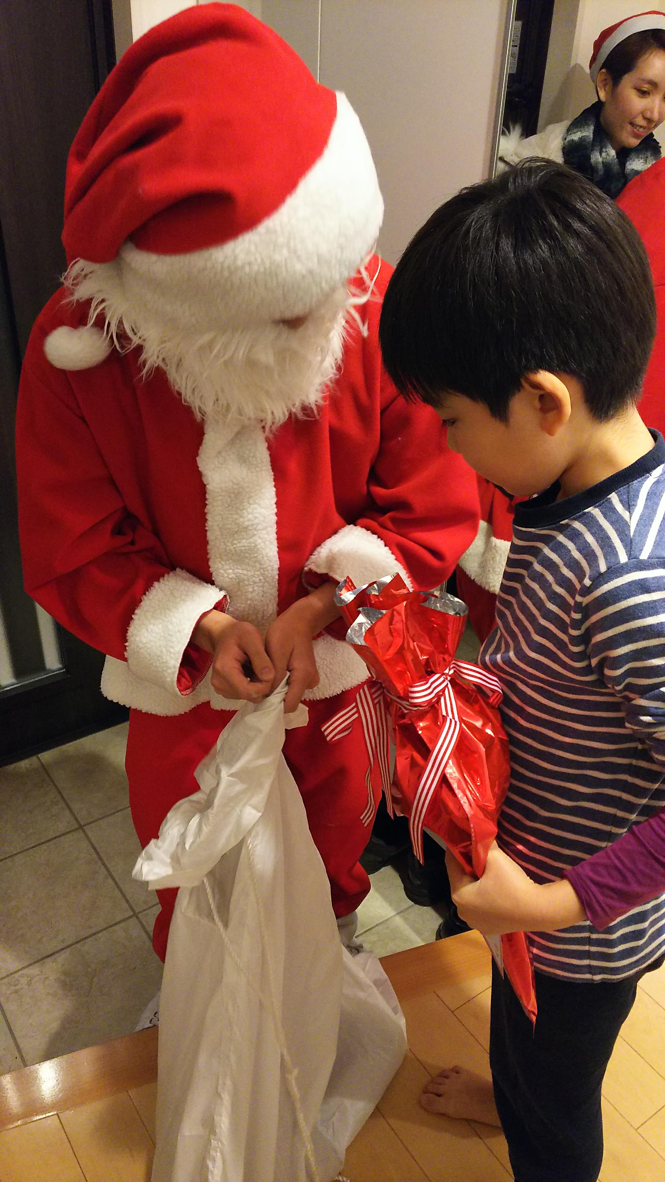 サンタさんの存在を疑問視していても、本当は・・?