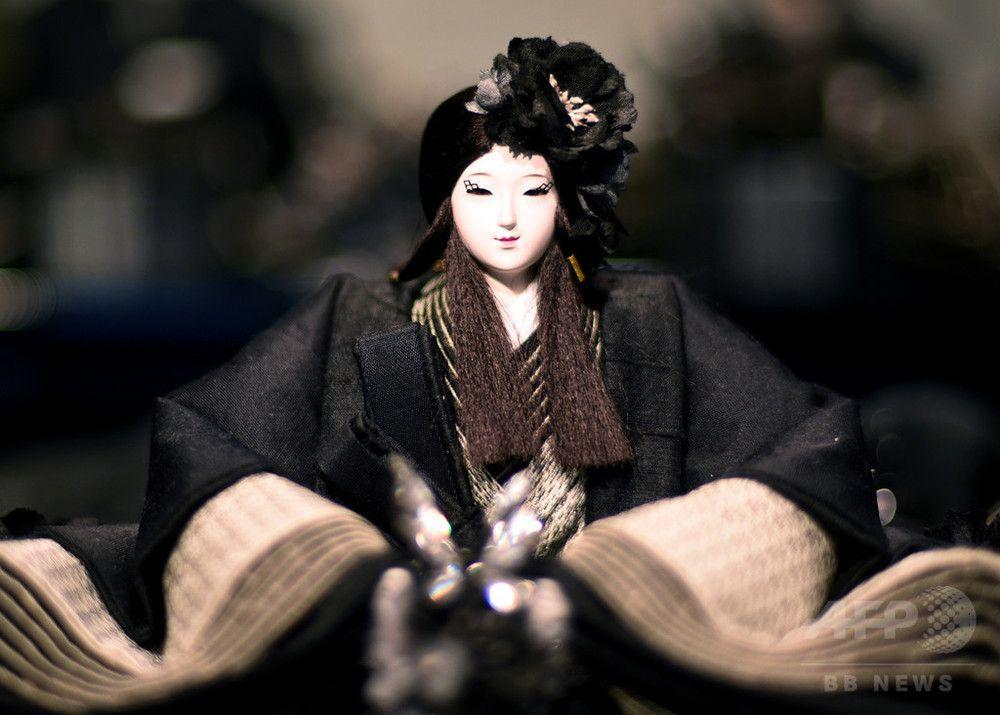黒衣のひな人形       WEBライター募集中(セカンドインカムへの挑戦者来たれ!)
