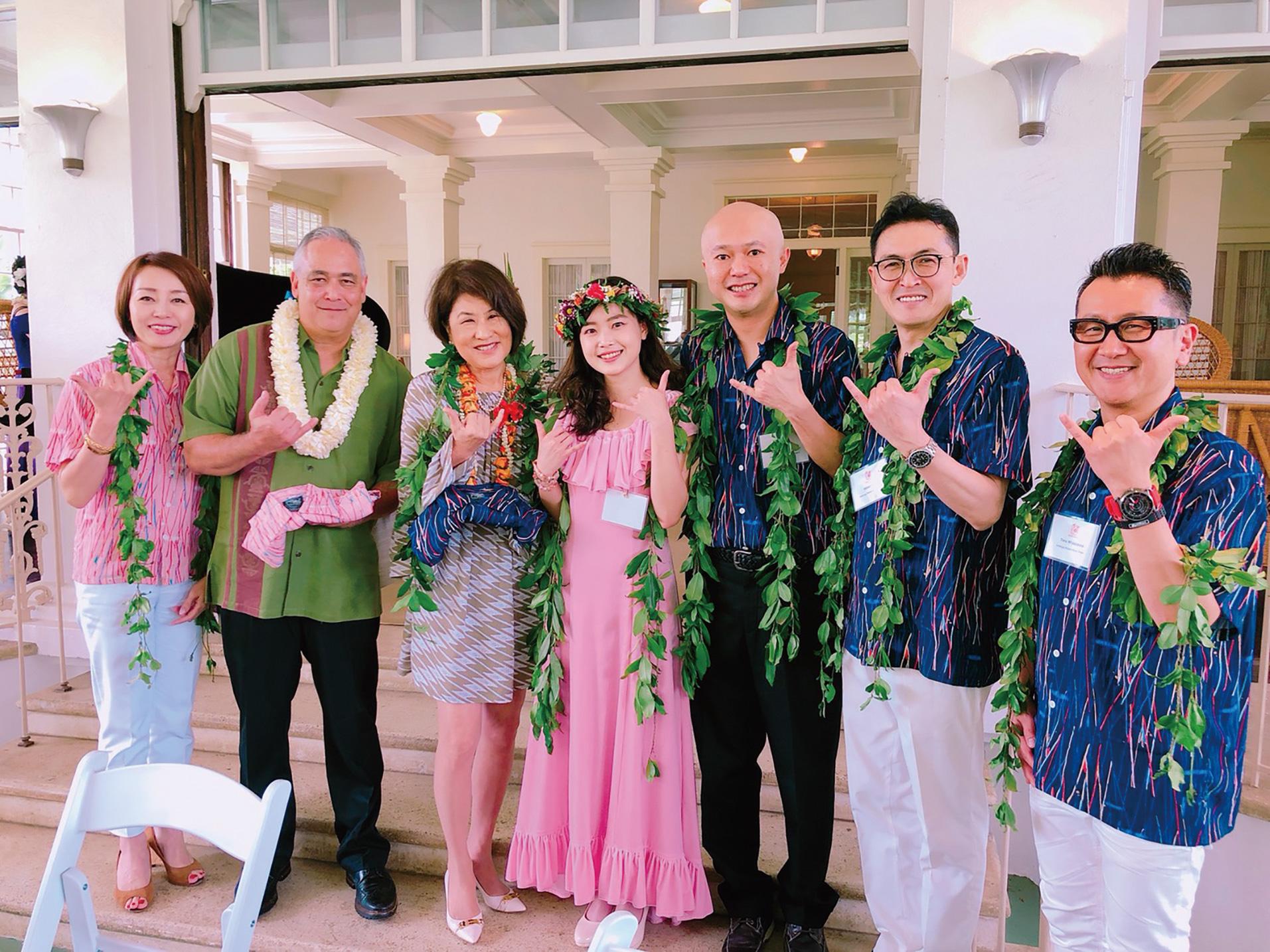 【足利銘仙アロハプロジェクト】ハワイ州知事夫妻に足利銘仙柄アロハシャツを贈呈