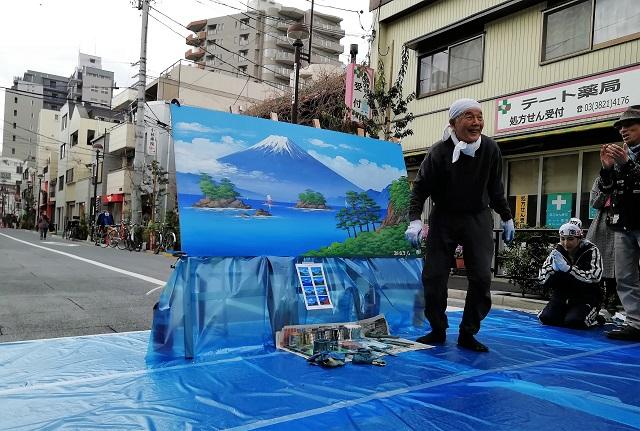 【イベント報告】銭湯の外でも富士山が!「ペンキ絵ライブ」藍染大通りで開催