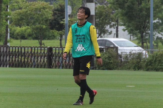小島秀仁選手「自分たちはチャレンジャー精神を持って、自分たちのサッカーをどれだけできるかが勝敗(の分かれ目)になってくると思うので、臆せずにやりたい」