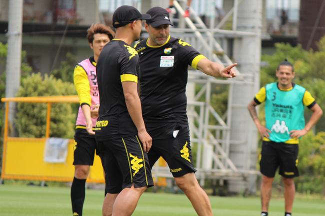 フアンエスナイデル監督「(佐藤勇人選手へのキャプテンの変更は)チームのためを思ってです。私が個人的に決めたことです」