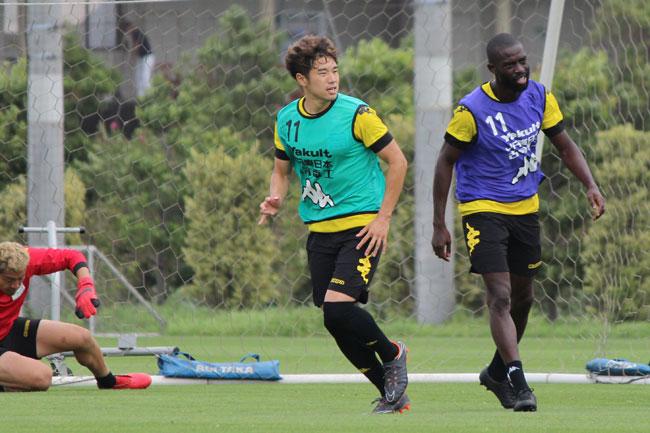 高木利弥選手「向こうが作ってくる雰囲気に呑まれないで、自分たちのサッカーができれば結果がついてくる」