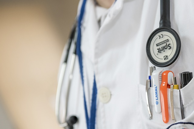 医療者特集 第10回:指導医が研修医と一緒に回診した方がエラーを減らせるでしょうか?