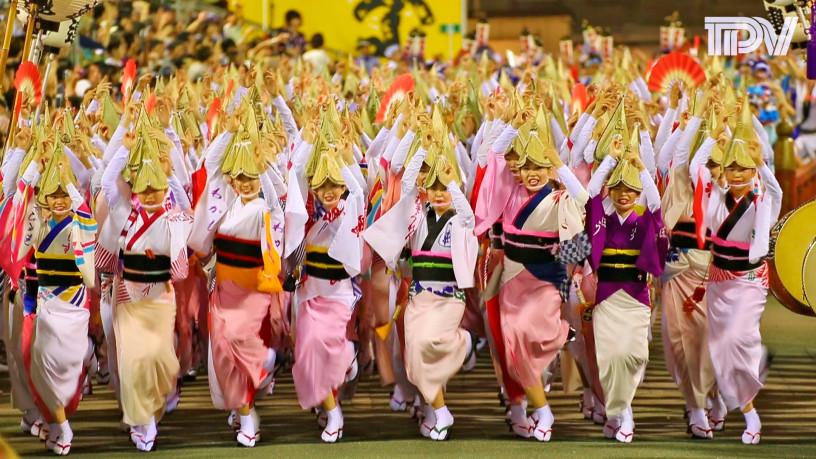快挙! 徳島の阿波踊り総踊り強行