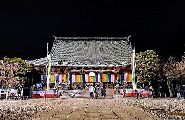 護国寺の落ち着いた境内で心を鎮める