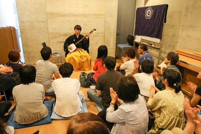 熱い演奏とトークで魅了/津軽三味線の山本大さんが千駄木でライブ
