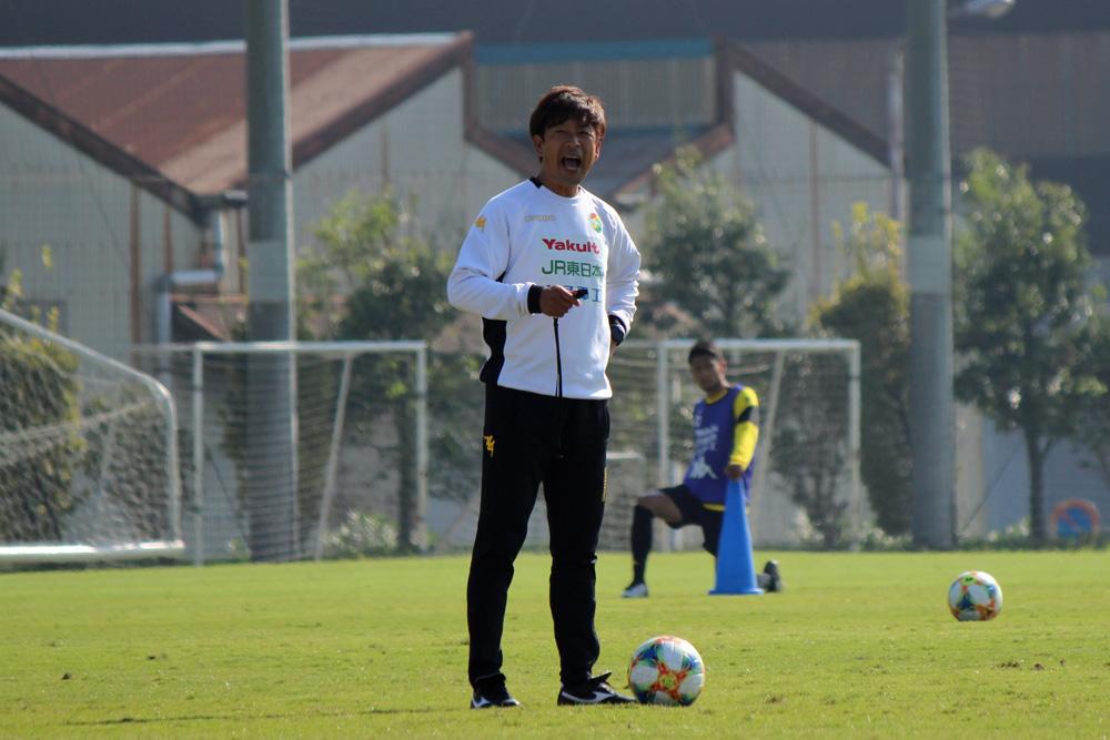 江尻篤彦監督「J2残留は決まっていないので、ホームで選手の意地を見てみたいし、逆にそういう意地を出させたい」