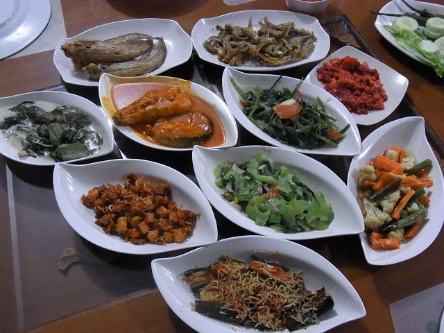 プカンバルでムラユ料理の魅力にハマる(松井和久)