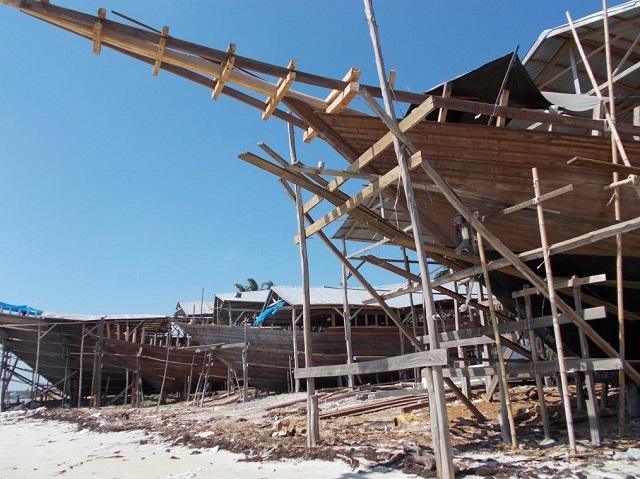 南スラウェシの木造船、現状と課題 ~タナベル、ガレソン、パンダラ、パオテレ港を廻って~(脇田清之)