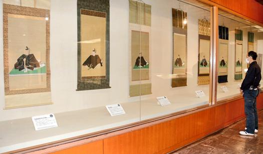 会津藩主の肖像一堂に 會津鶴ヶ城にて収蔵品展