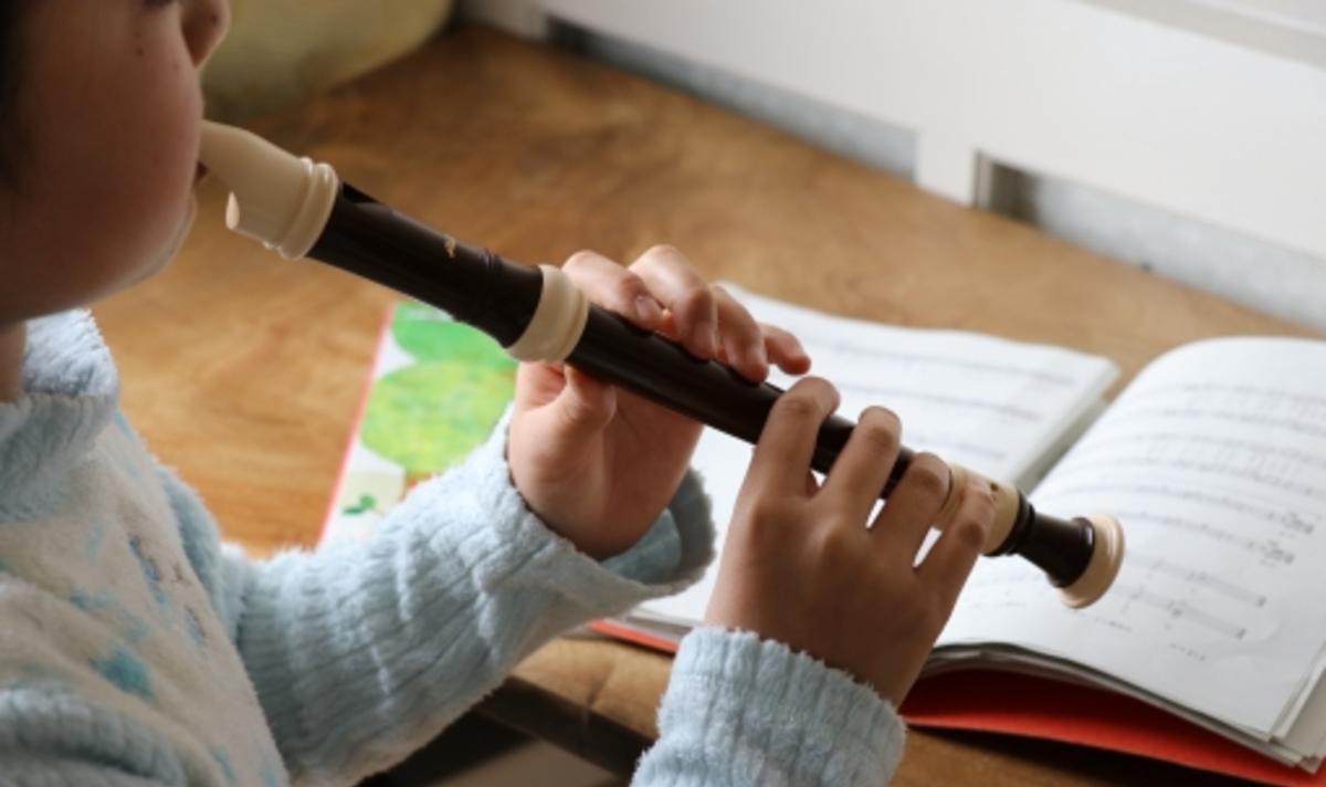 休校が続く小学校!奔走する音楽の先生・専科教員に聴く-歌やリコーダー、鍵盤ハーモニカができなくても