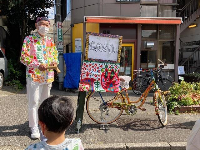 ワハハ本舗の佐藤さん、日常と非日常交わる「夕やけだんだん」で紙芝居/被災地の思い胸に上演
