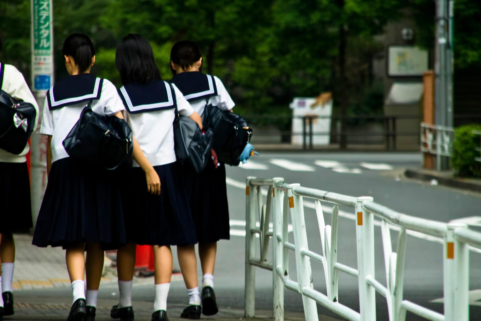 いじめや不登校が急増する「中1ギャップ」-学制改革・小中一貫教育で本当に解消できるのか?