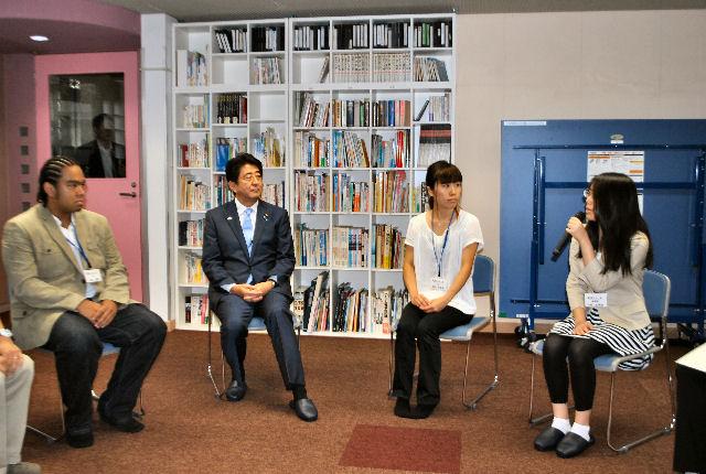 【公開】首相フリースクール視察、支援検討を指示