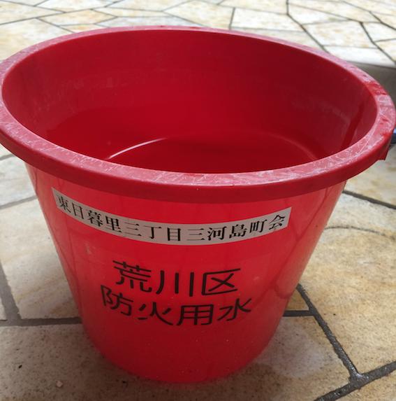自宅で「蚊」を培養する赤い「防火バケツ」にご注意!