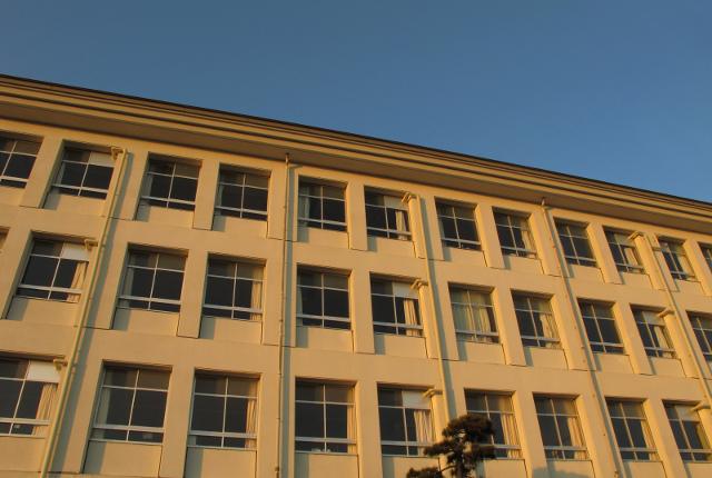 教師の体罰で小5自殺、両親が提訴/学校は校内アンケート廃棄