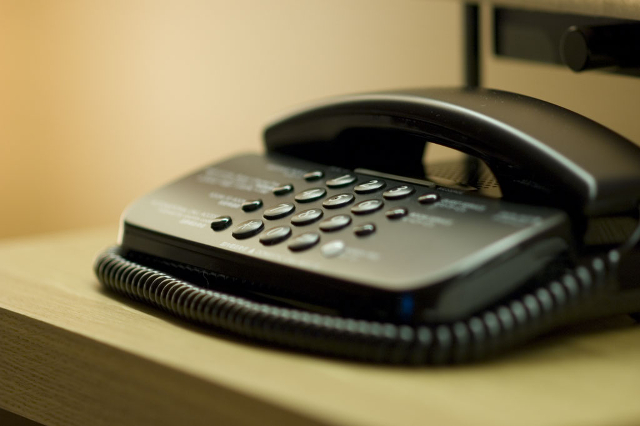 子どもの電話相談は「チャイルドライン」へ