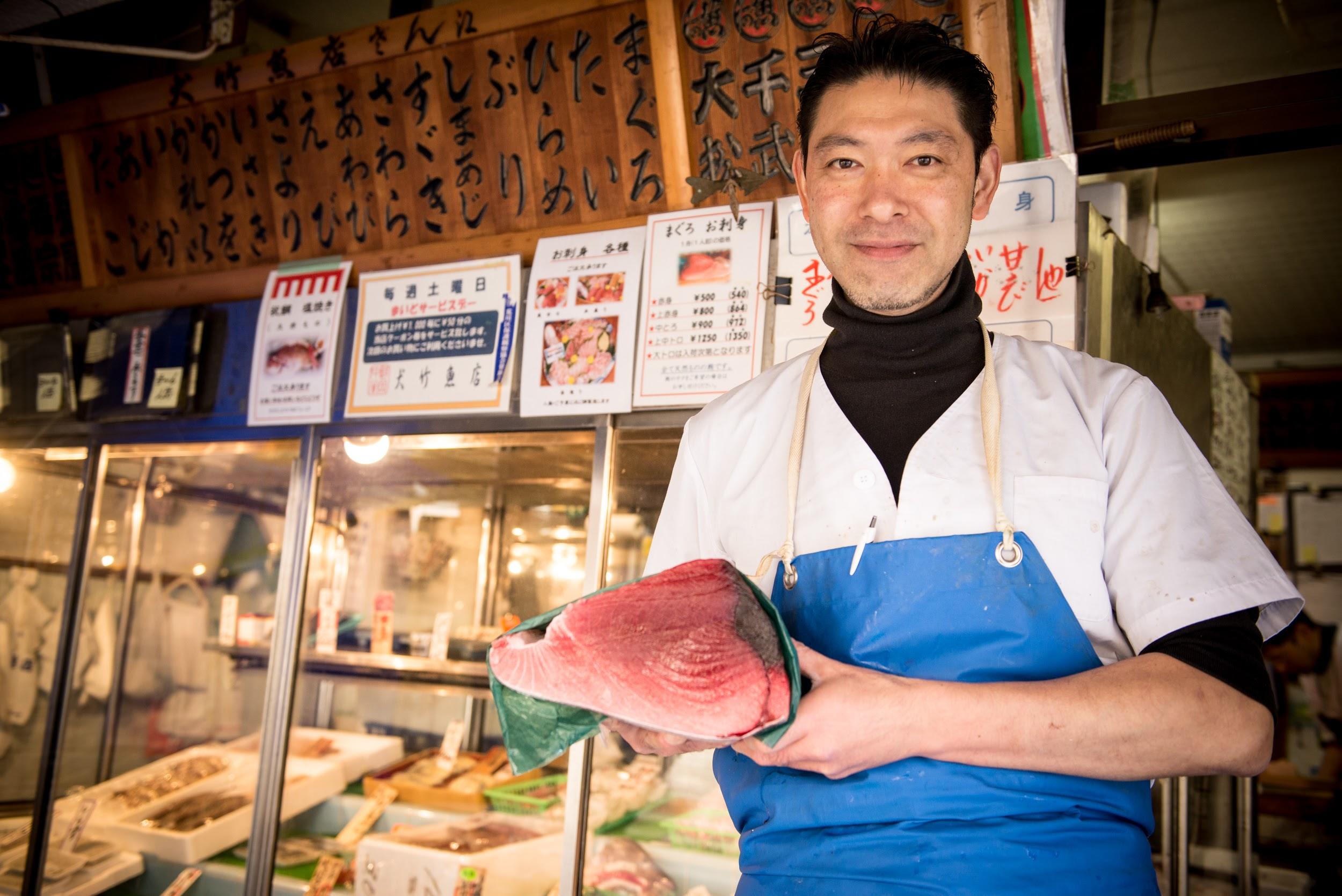 <特集>南千住仲通り商店街 〜 「だっちゃん市」の仕掛け人を再訪。「犬竹魚店」