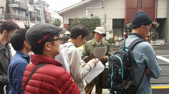【まち】明治の「動物事件」を根津周辺で追う!路上観察家・林丈二さんとまち歩き