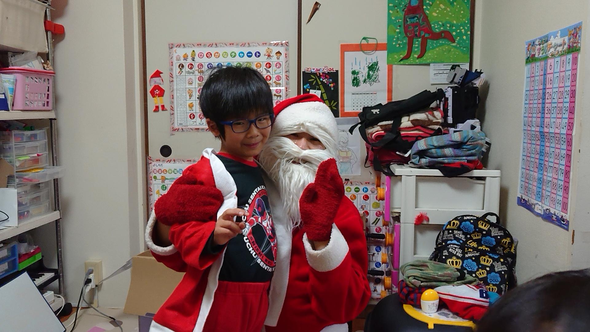 サンタさんも、キミの成長を見守ってるよ。