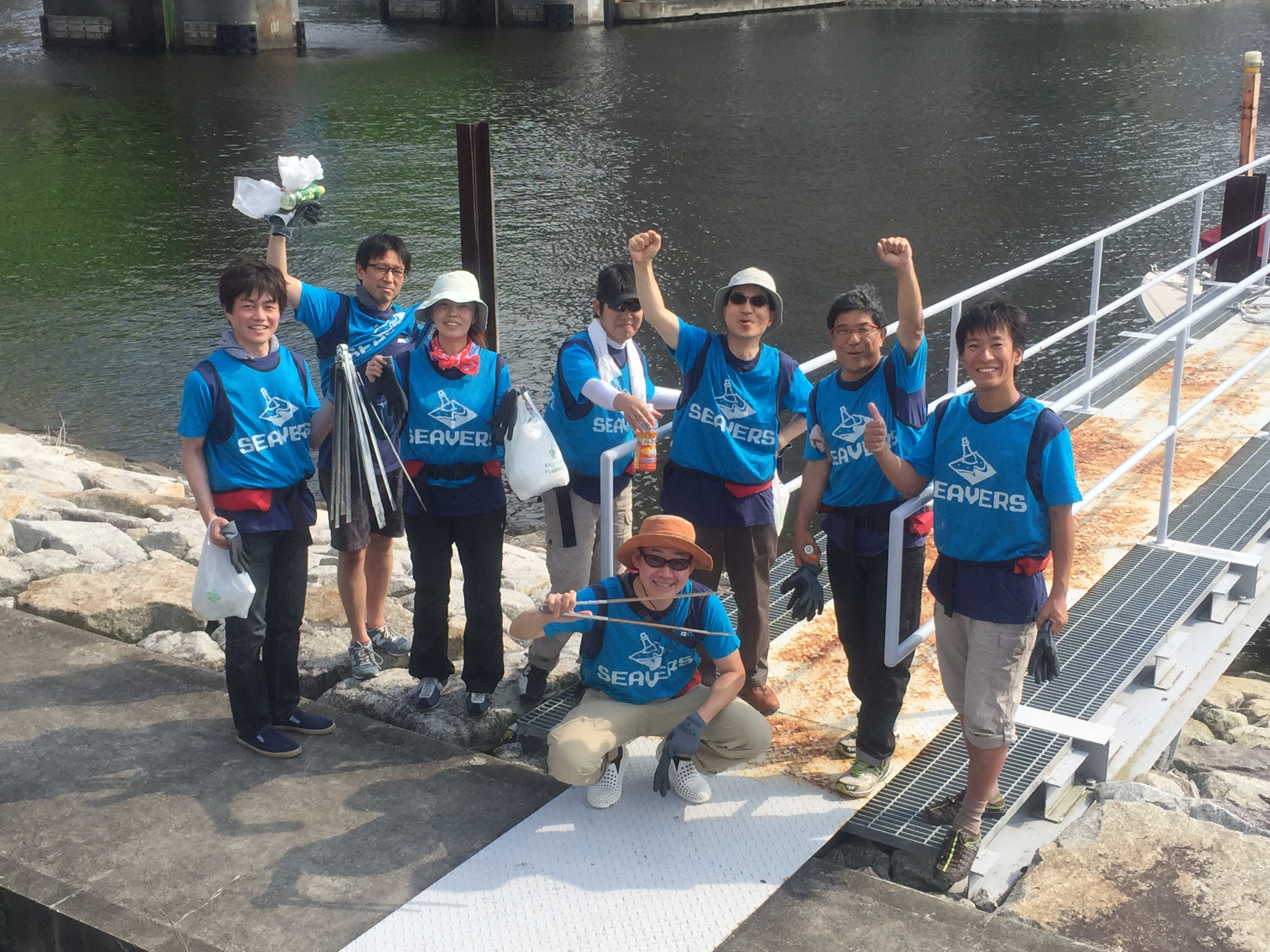 企業の皆さんにご参加いただき、「水辺の清掃活動」を実施しました!