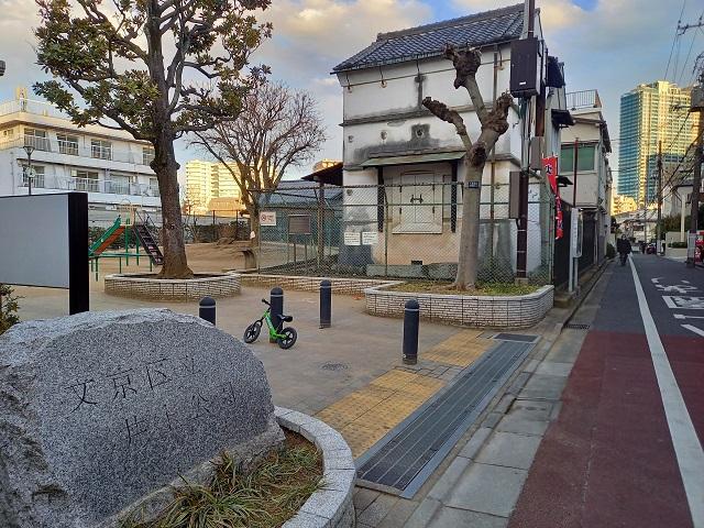 築120年近い土蔵が見守る井上公園/井上哲次郎宅跡として東京都史跡にも