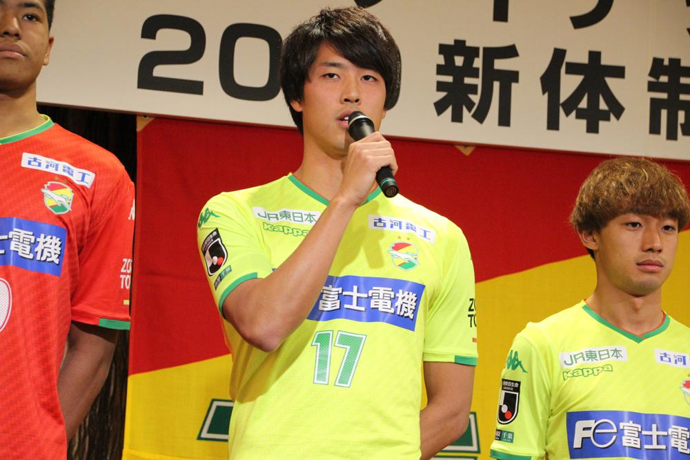 新井一耀「今年は怪我する前よりも進歩したように、進化できるように、試合にたくさん出て、絡んで活躍したいっていう思いが今は一番強いです」