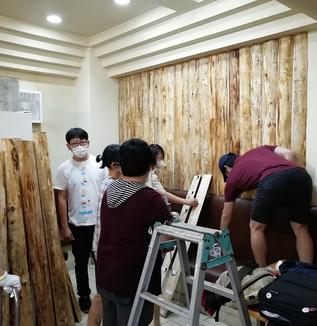 本郷のビルに東京の木をはろう/文京区木質化プロジェクト第一弾