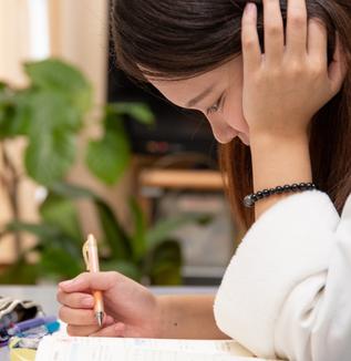 オンライン教育の利用が難しく、学習や進路への不安を抱える-生活困窮世帯における新型コロナの影響調査レポート