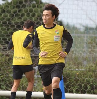 矢田旭選手「前線と後ろをつないで、まずボールを失わないこと、いい状態で前がプレーしやすいように配球していくことをしっかり考えてやっていきたい」
