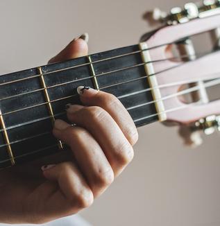 音楽療法士たちが抱える〈悩み〉とは?