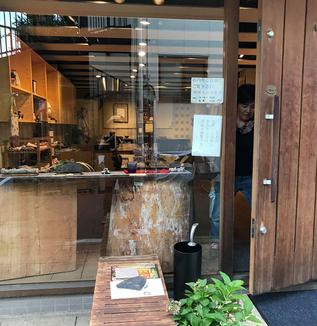 ジャズ聴きながら伝統を灯し続ける/江戸指物展示館「谷中木楽庵」
