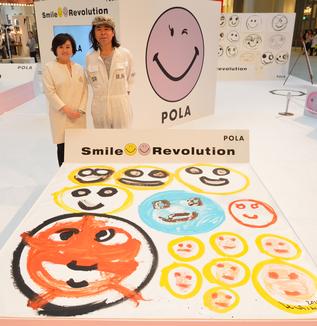 Topics :笑顔が広がるポーラのスマイル・レボリューション活動