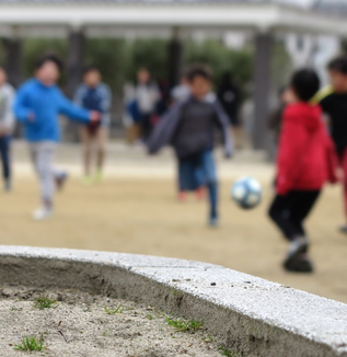 なぜ、子どもの放課後プログラムが「学校化」するのか?-ユースワークの立場から考える学校教育と余暇の距離感