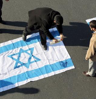 なぜイスラエルとイランはシリアで戦っているのか