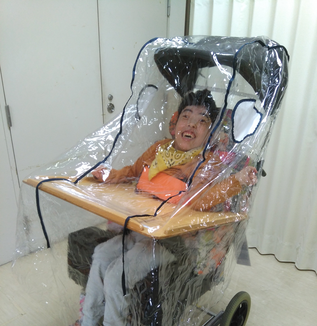 「車椅子ごとマスク」という発想の転換 ~「パンデミックだから仕方がない」の先へ~