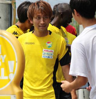 矢田旭選手「チームはサイドからの得点が多いけど、それ以外での得点も増えていけば、相手にとっても嫌で守りにくいと思う」